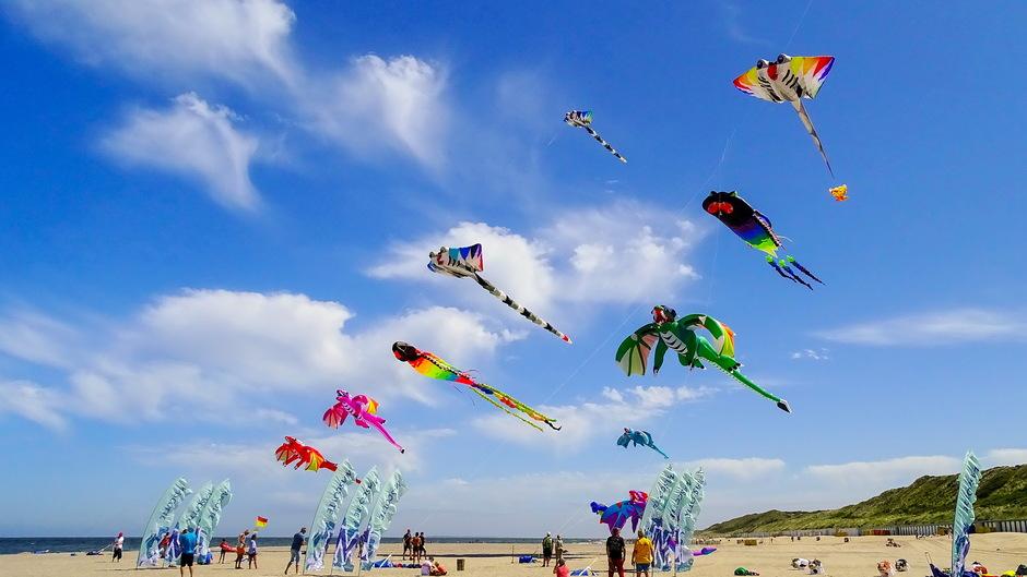 mooie wolkjes vrolijke vliegers