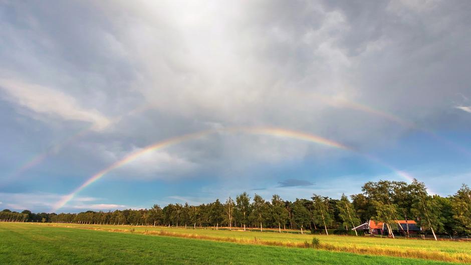 20-07-2019 Mooie buienlucht met regenboog in Albergen