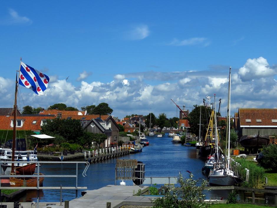 Prachtig zonnig weer bij Workum in Friesland.