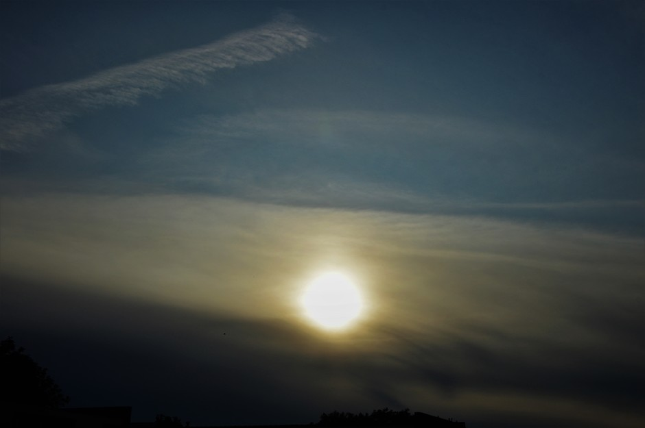 Gesluierde Ondergaande Zon