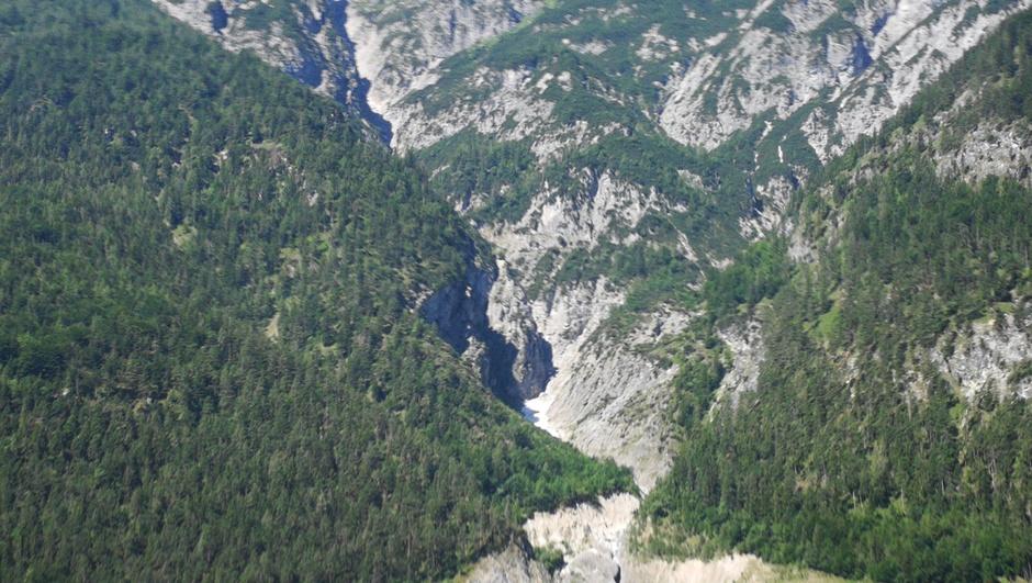 Lijkt op satellietfoto maar is kijkje tegen de Alpen aan