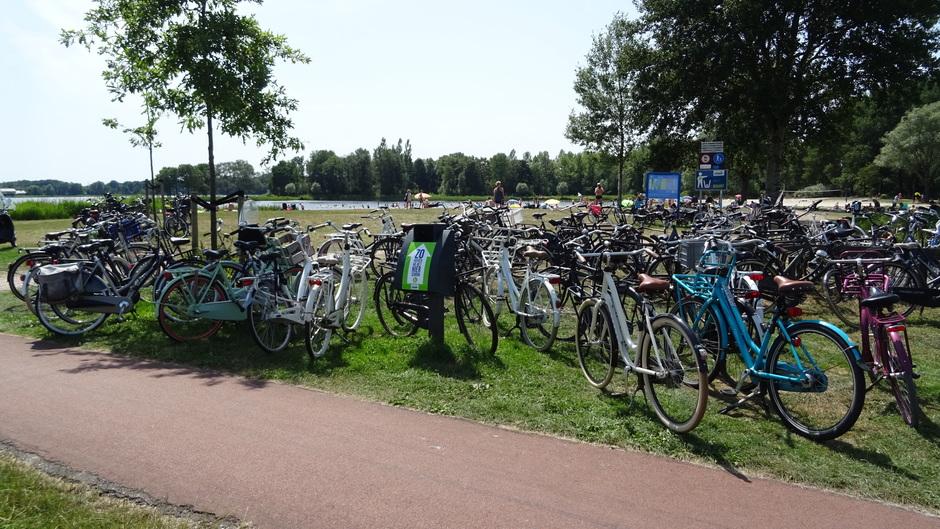 Lekker verkoeling zoeken op de recreatieplas Het Heidemeer Heerenveen