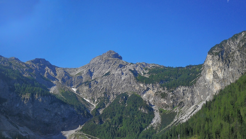 Strakblauw boven de Alpen in Oostenrijk