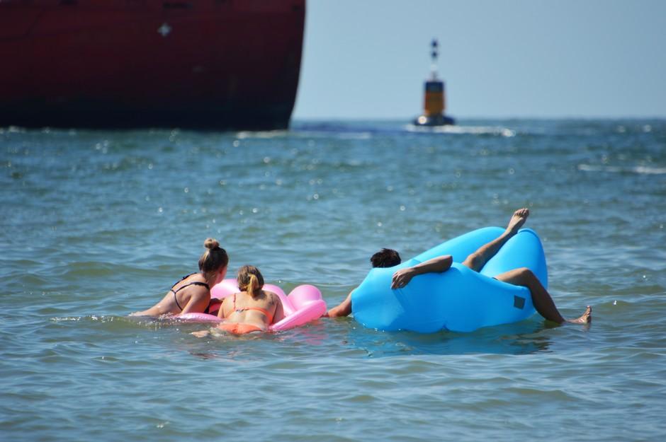 verkoeling en vermaak in zee