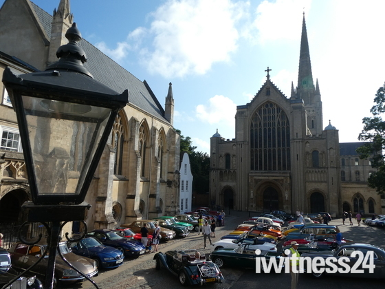 Classic cars at Norwich Cathedral