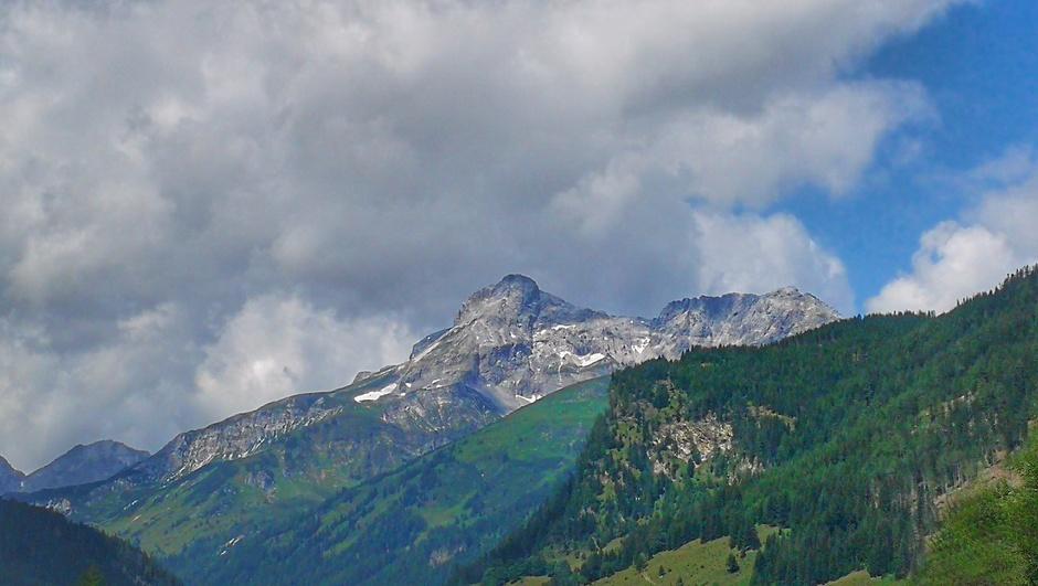 Wolken boven de Alpen