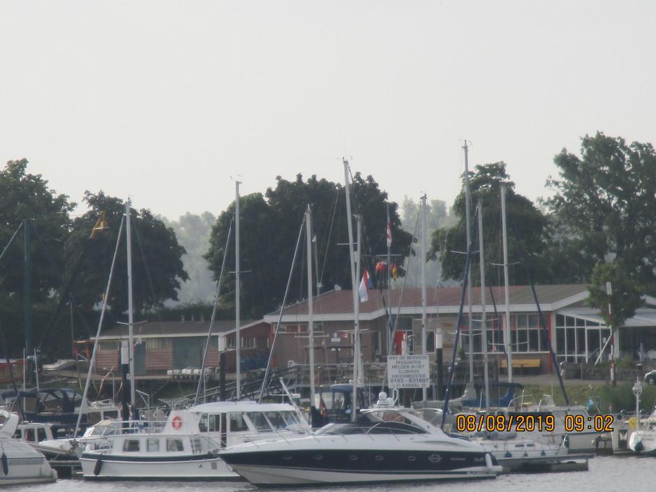 Plezierboten in haven van Gorinchem