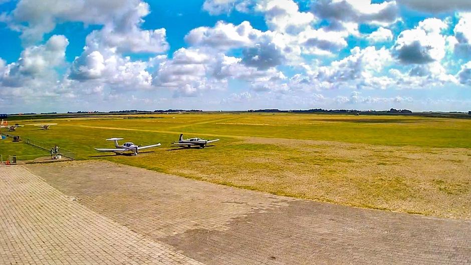 Prachtige wolken, vliegveld Texel