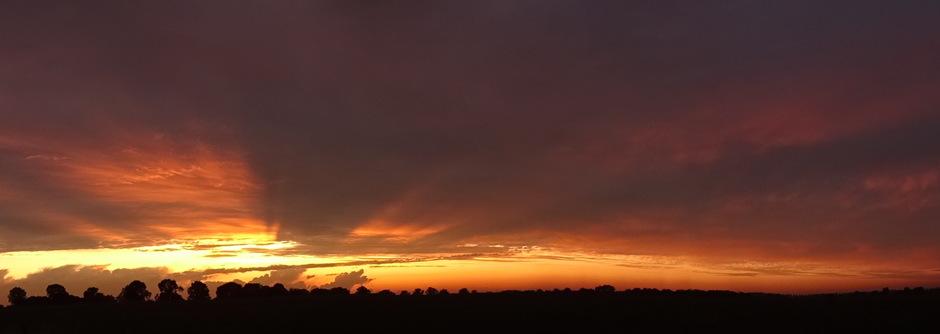 Panoramafoto van de zonsondergang 09-08-2019