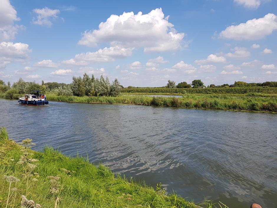 Mooi weer om te varen op de Linge.