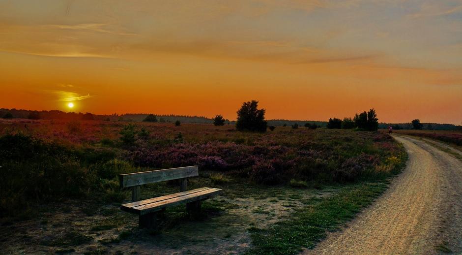 Zonsondergang zaterdagavond op de Heide