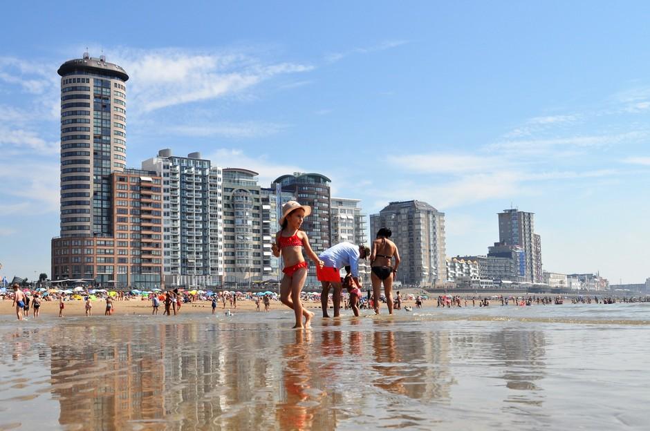 Zonnig en warm aan het strand