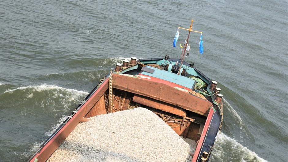 Zandvervoer over het Amsterdam rijnkanaal