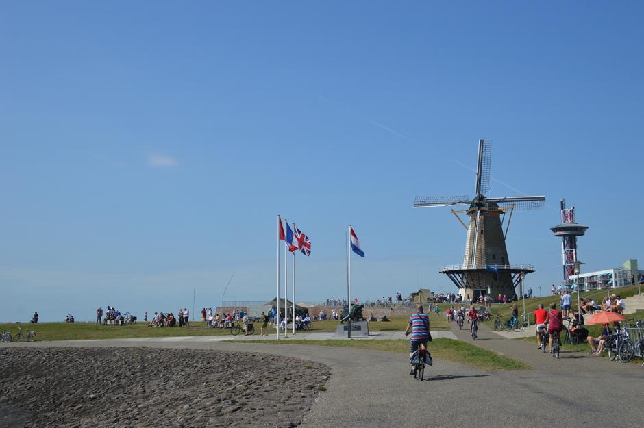 molen, draait, vlaggen wapperen