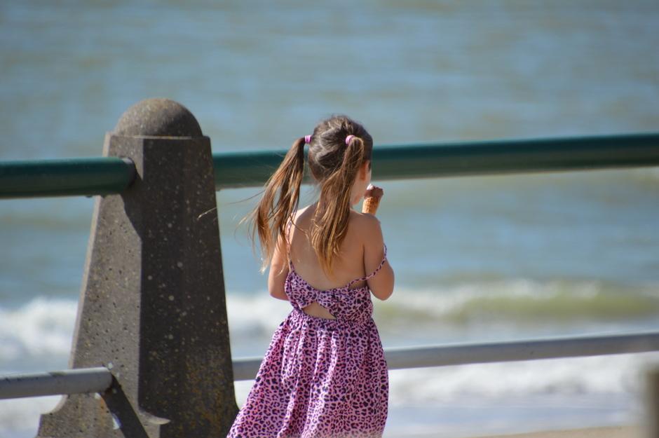 meisje met een ijsje