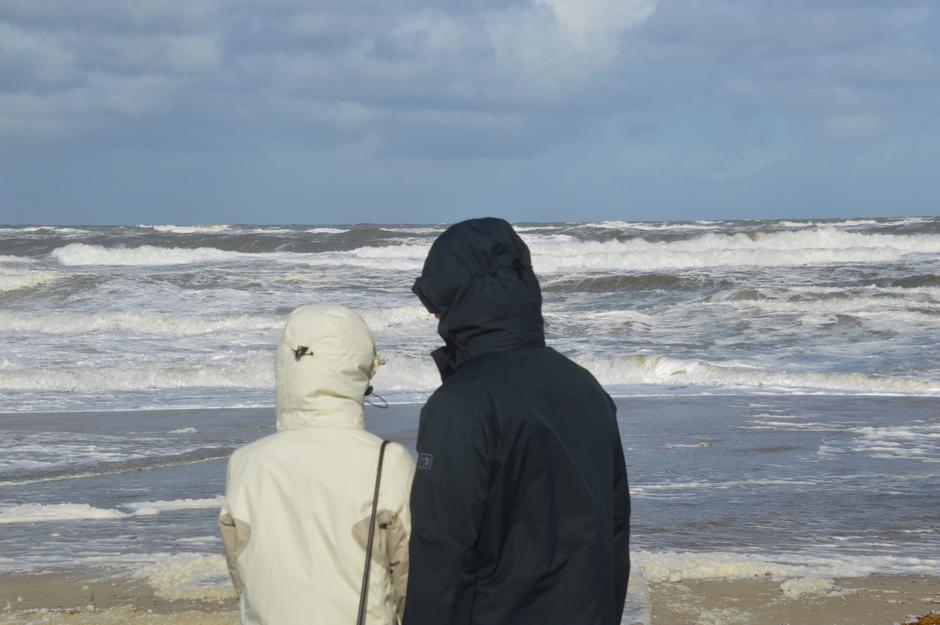 hoofd beschermen tegen het zand