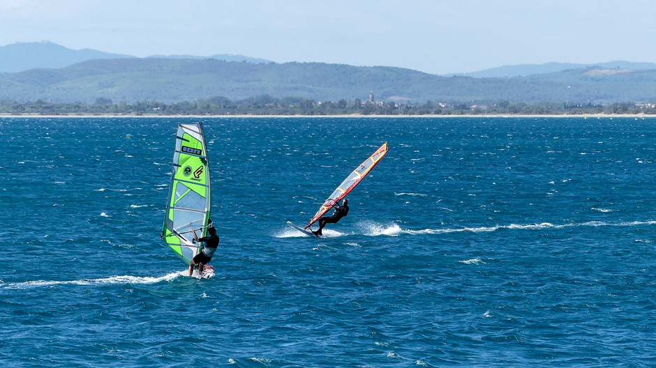 ZONNIG SURFWEER