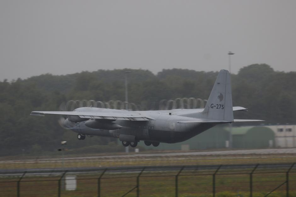 20190911 Regen en een C-130 van de Koninklijke Luchtmacht, zorgen voor hele mooie 'kurkentrekkerfotos'