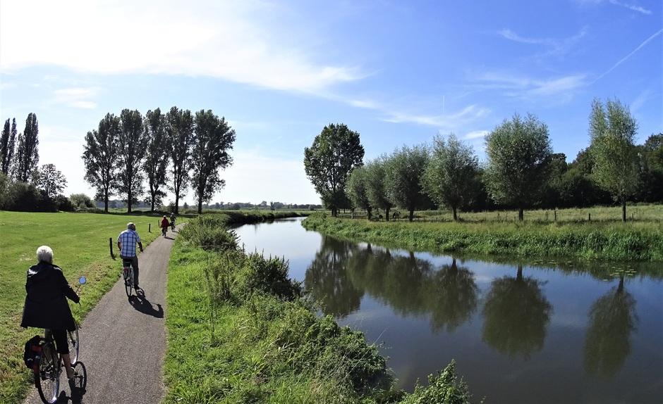 Langs smalle rivieren