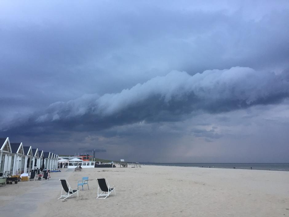 Rolwolken Katwijk, 19.25 uur. Foto: Sylvia van Stijn