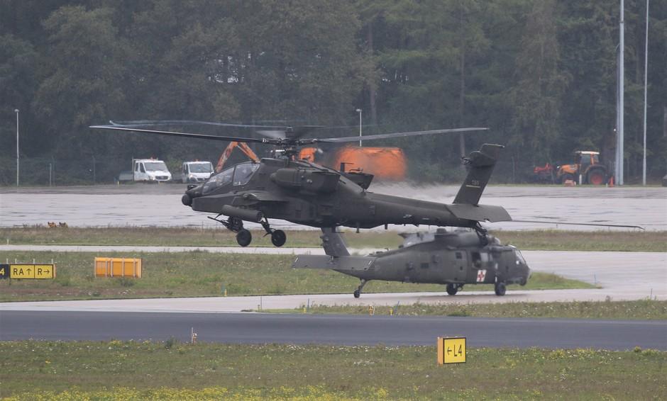 20191011 Amerikaanse helicopters maken een tussenlanding op vlb Eindhoven, op weg vanuit Duitsland naar de Rotterdamse haven