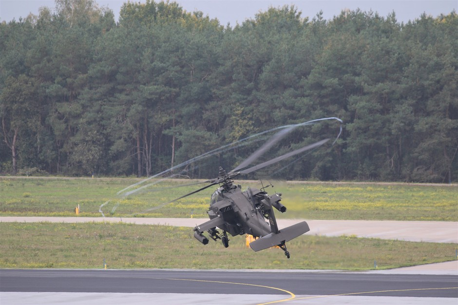 20191015 Amerikaanse helicopters vertrekken vanaf vlb Eindhoven naar Rotterdam. Vanwege de vochtige de komt er een mooie vortex om de rotorbladen