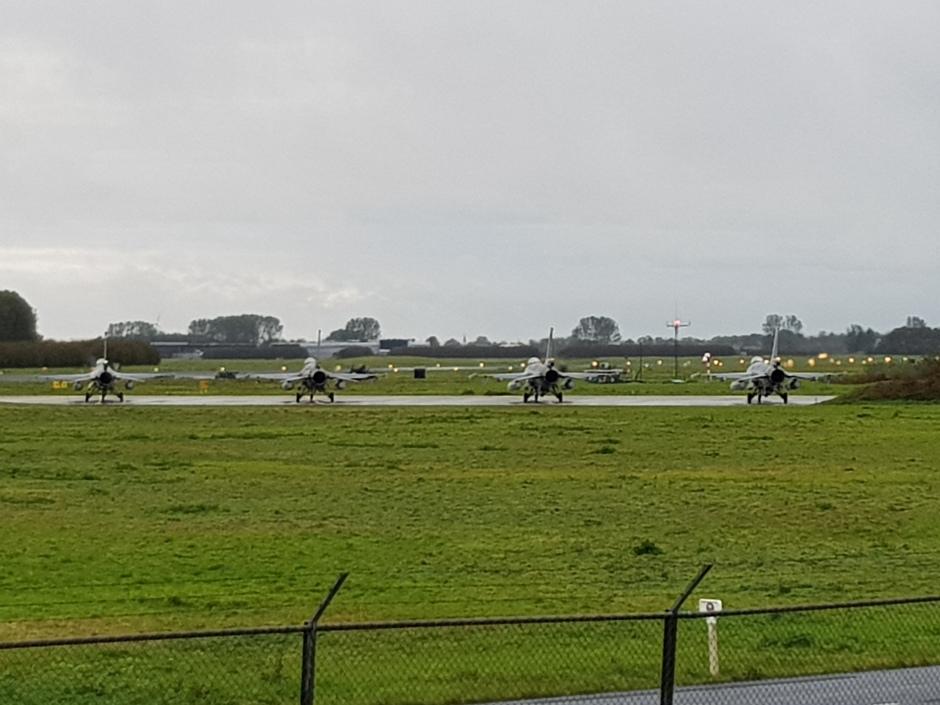 20191021 de FWIT oefening op vlb Leeuwarden begon vandaag met regen. Tussen 2 buien door, stonden 4 F-16s klaar voor vertrek