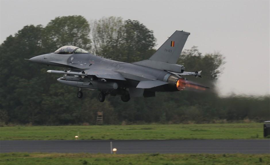 20191021 Bij grijs en regenachtig weer, komt de afterburner pas goed tot zijn recht.  FWIT oefening op vlb Leeuwarden