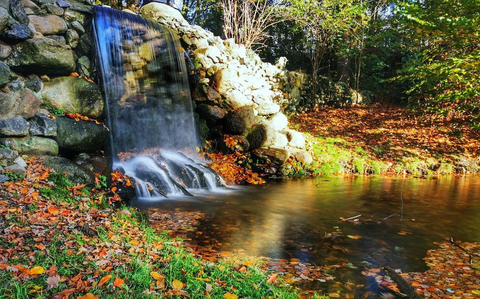 Mooi herfstsfeertje bij de waterval