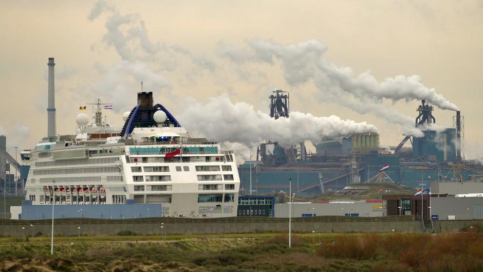 Wolkenfabriek Tata steel, IJmuiden