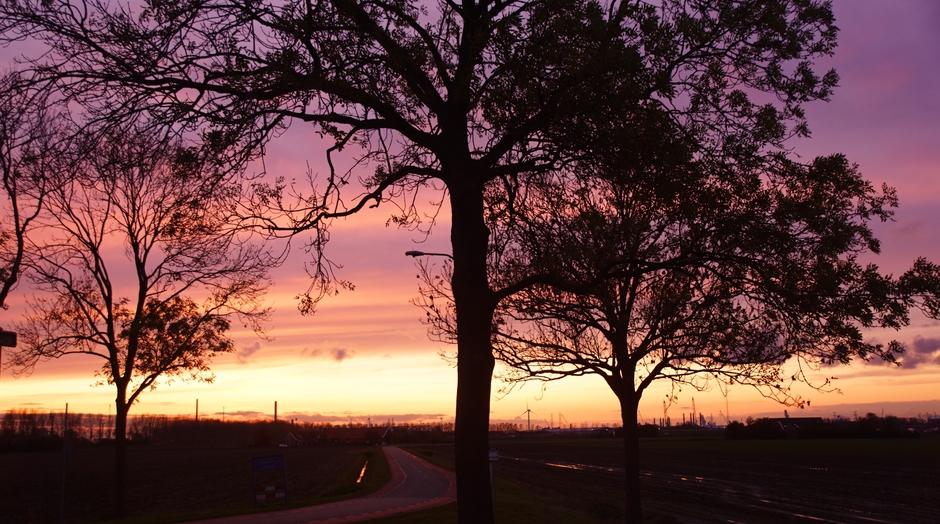 ondergaande zon en avondrood