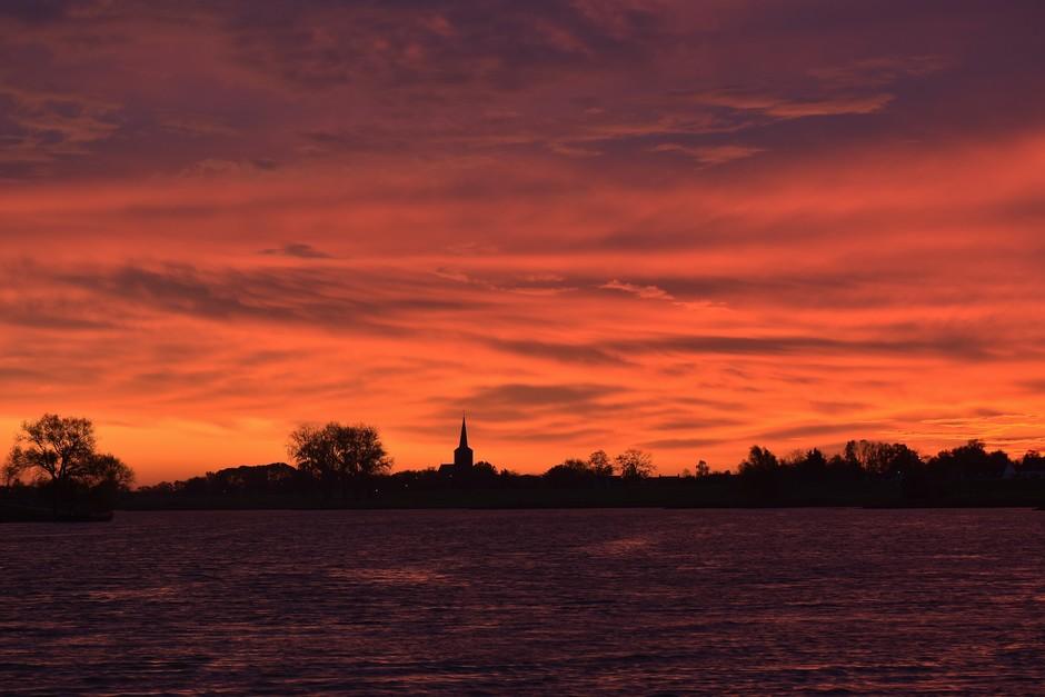 Bizarre kleuren voor zonsopkomst vanmorgen vroeg