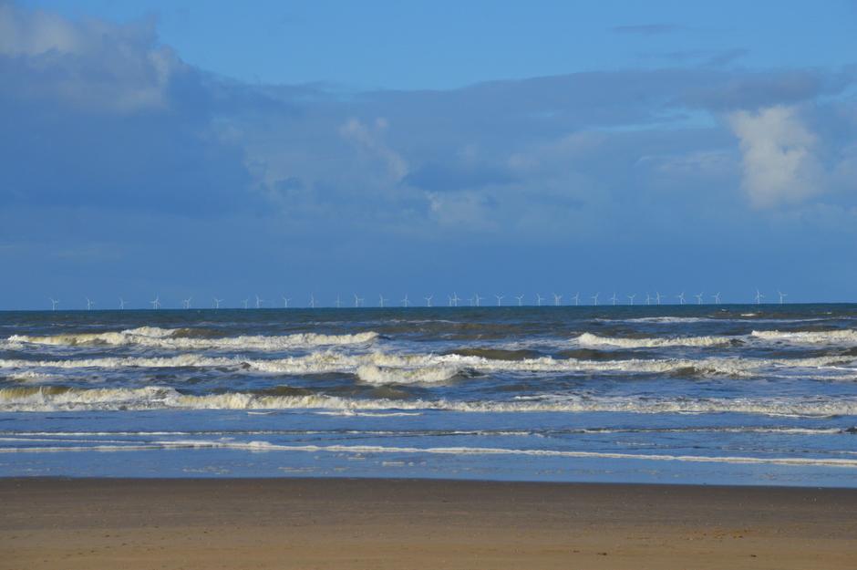 windmolens  mooie opklaring aan zee