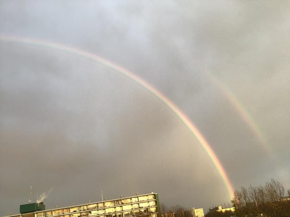 Dubbele regenboog was volledig te zien Delft 17.20 u