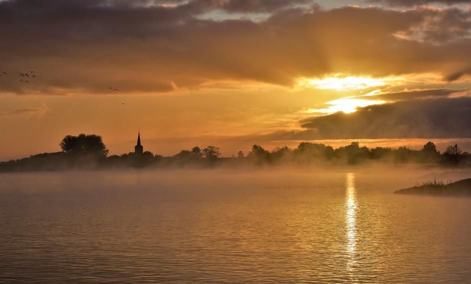 Zonsopkomst en mist/ochtendnevel