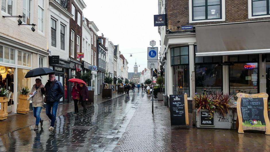 Miezer natte straten  paraplu nodig