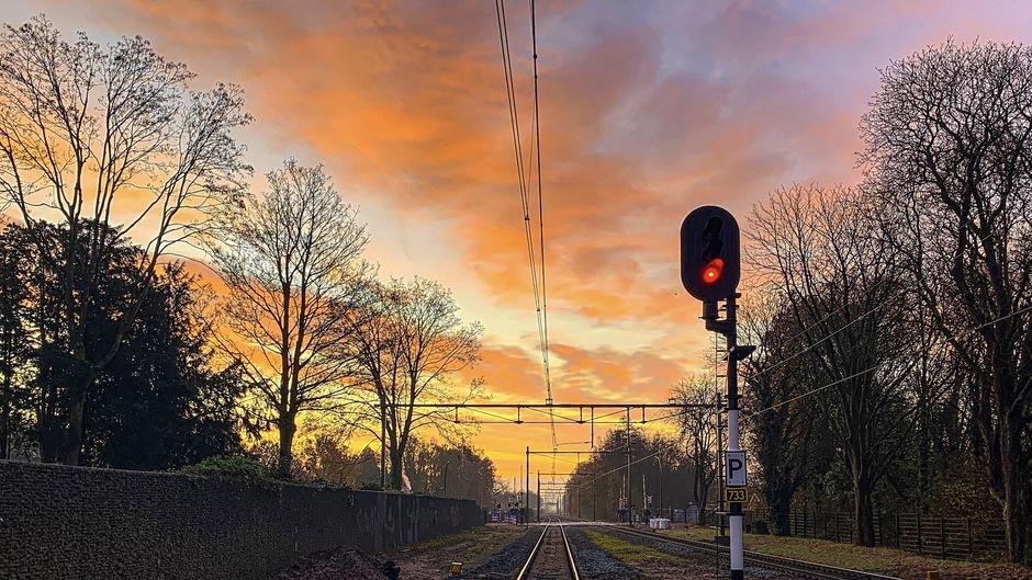 02-12-2019 Prachtige lucht tijdens de zonsopkomst in Borne