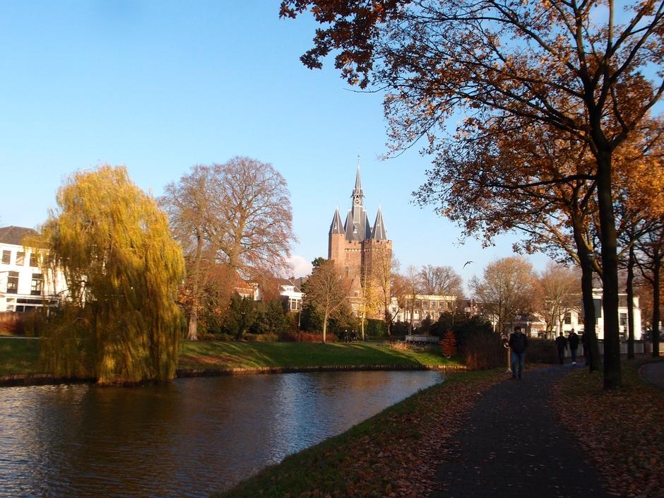 03-12-2019 Strakblauwe lucht in Zwolle
