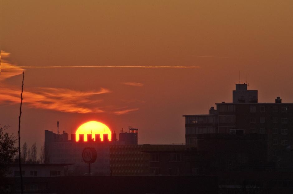 Oranje zonsondergang Amstelveen Skyline