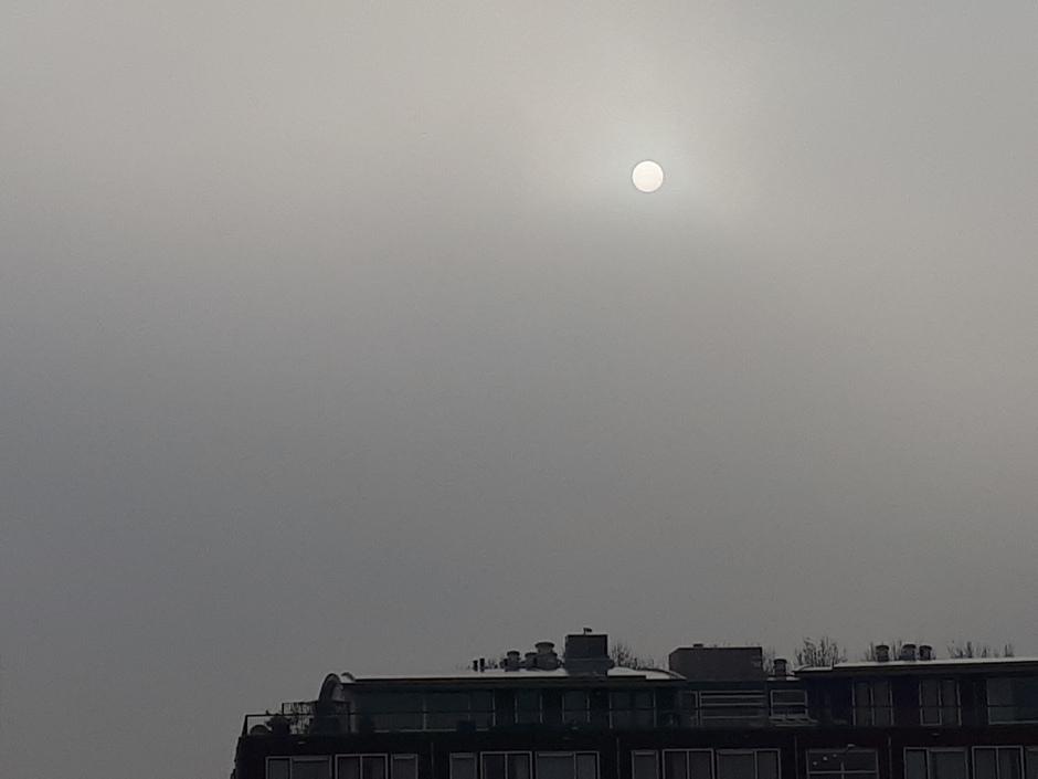 Kan de zon door de mist heen komen?