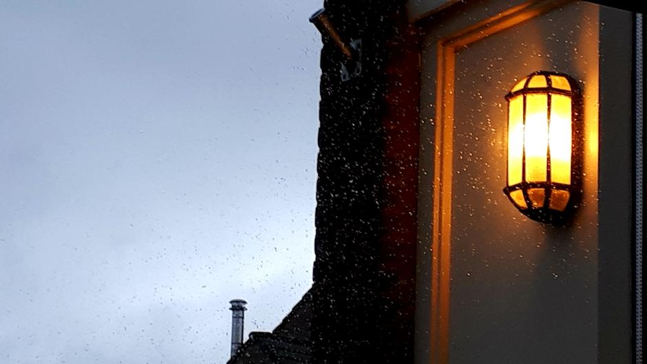 Een grijze zondag met veel wind en regen.