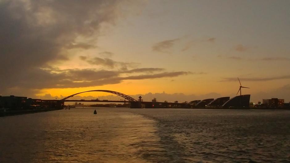Mooi kleurijk na zonsondergang
