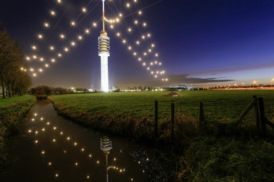 """De grootste """"kerstboom"""" van Nederland is ook weer opgetuigd."""