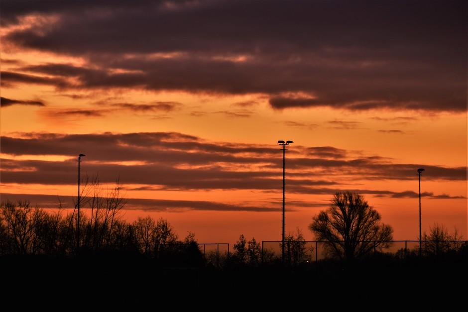 Flink bewolkt ruim voor zonsopkomst