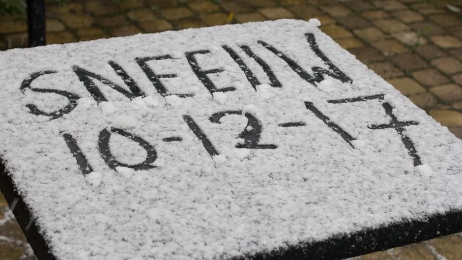 Sneeuw op de tuintafel 2 jaar geleden