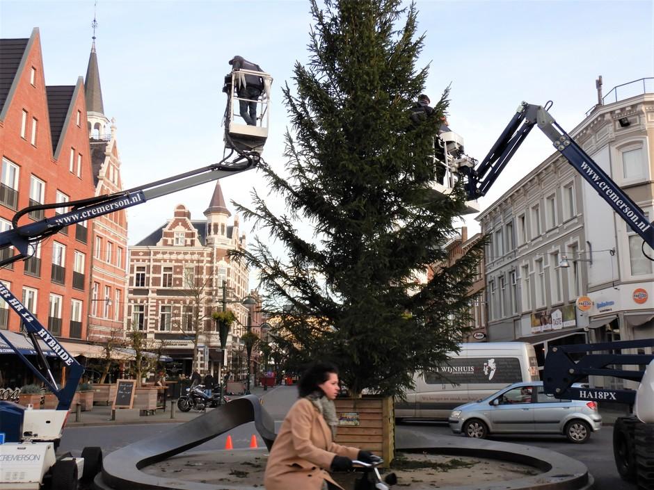 De Kerstboom optuigen