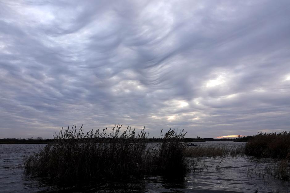 mooie wolkenluchten tijdens de zonsondergang