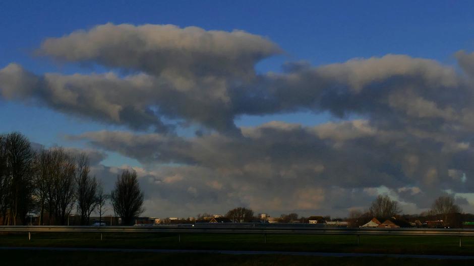 Typische wolken boven Noordwijk 09.34 uur