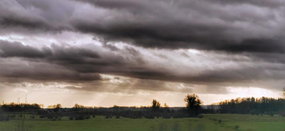 Grijs met wat zonnestralen in Doornenburg