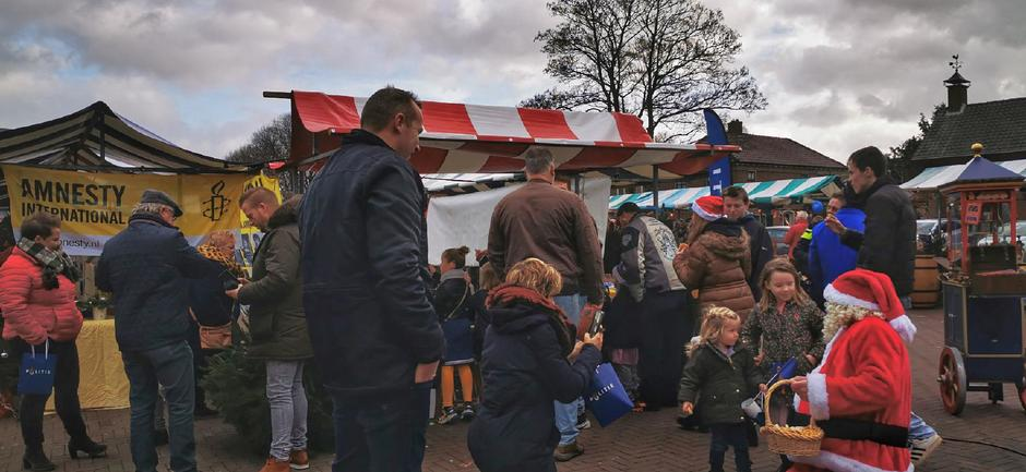 Grijs met wat blauw op de Kerstmarkt in Gendt